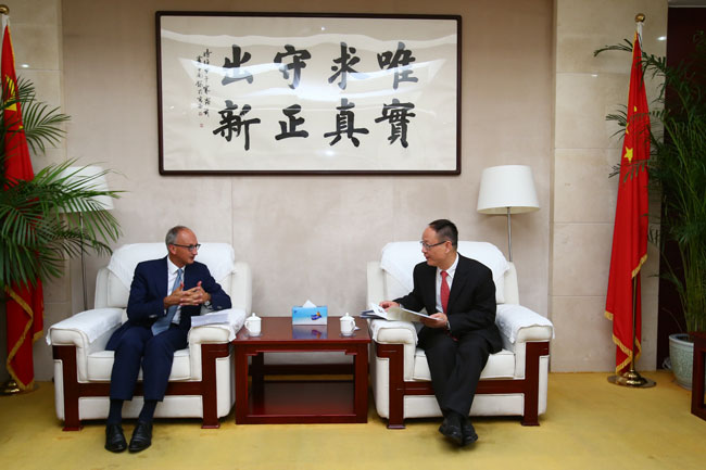 Wang Yiming meets with CEO of European Clearing Bank