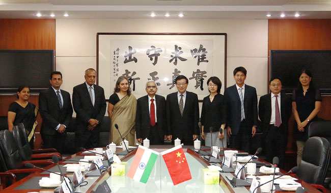 Li Wei meets with official from India