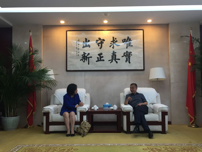 Zhang Laiming meets with Cambridge professor
