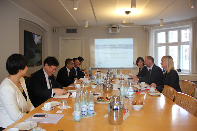 Zhang Laiming visits Britain and Denmark