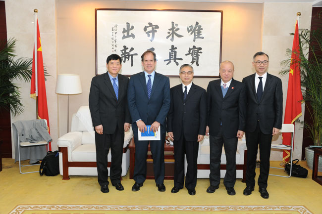 Zhang Laiming meets with the Vice President of Microsoft
