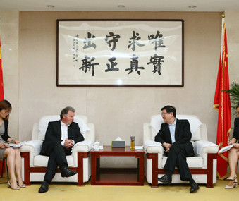DRC official meets with delegation from Great Britain China Center