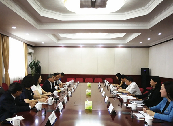 DRC Vice-President meets permanent director of Fok Ying Tung Foundation